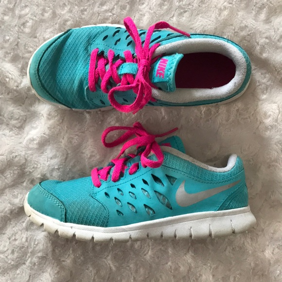 best website 75de8 28428 Nike Sneakers Girl s Size 13C Blue Pink Play. M 5a550b8845b30c7acb05956f